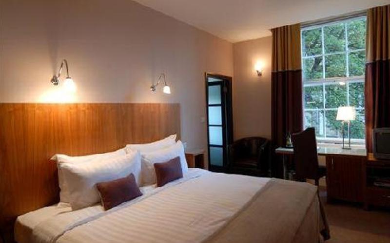 5863-Lace-Market-bedroom.jpg