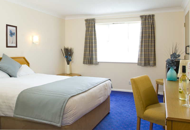 5907-Mercure-Hatfield-Bedroom.jpg
