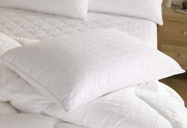 8678-The-Fine-Bedding-Company-Boutique-Silk-Duvets-and-Pillows.jpg
