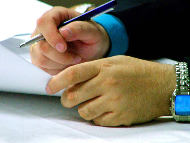 agreement-signing-1524318-640×480