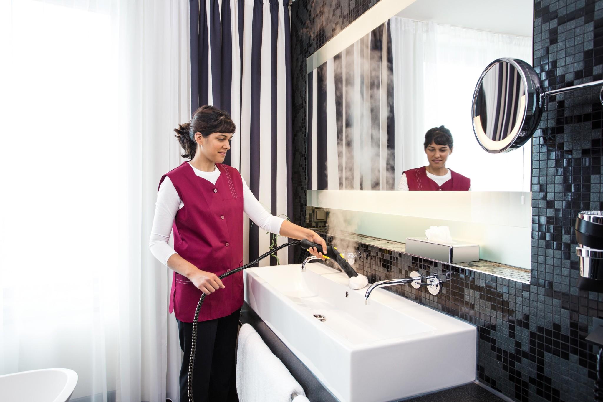 SG_4_4_hospitality_hotel_bathroom_app_1_CI15-87093-300DPI