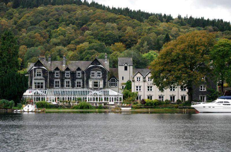 lakeside-hotel