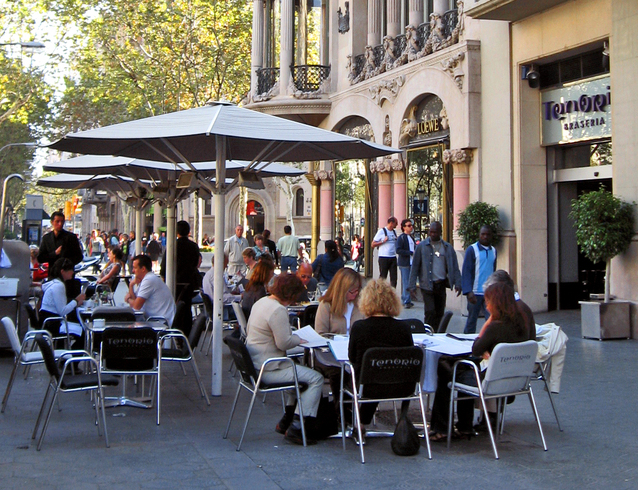 outdoor-eating-in-barcelona-1435492-638×490