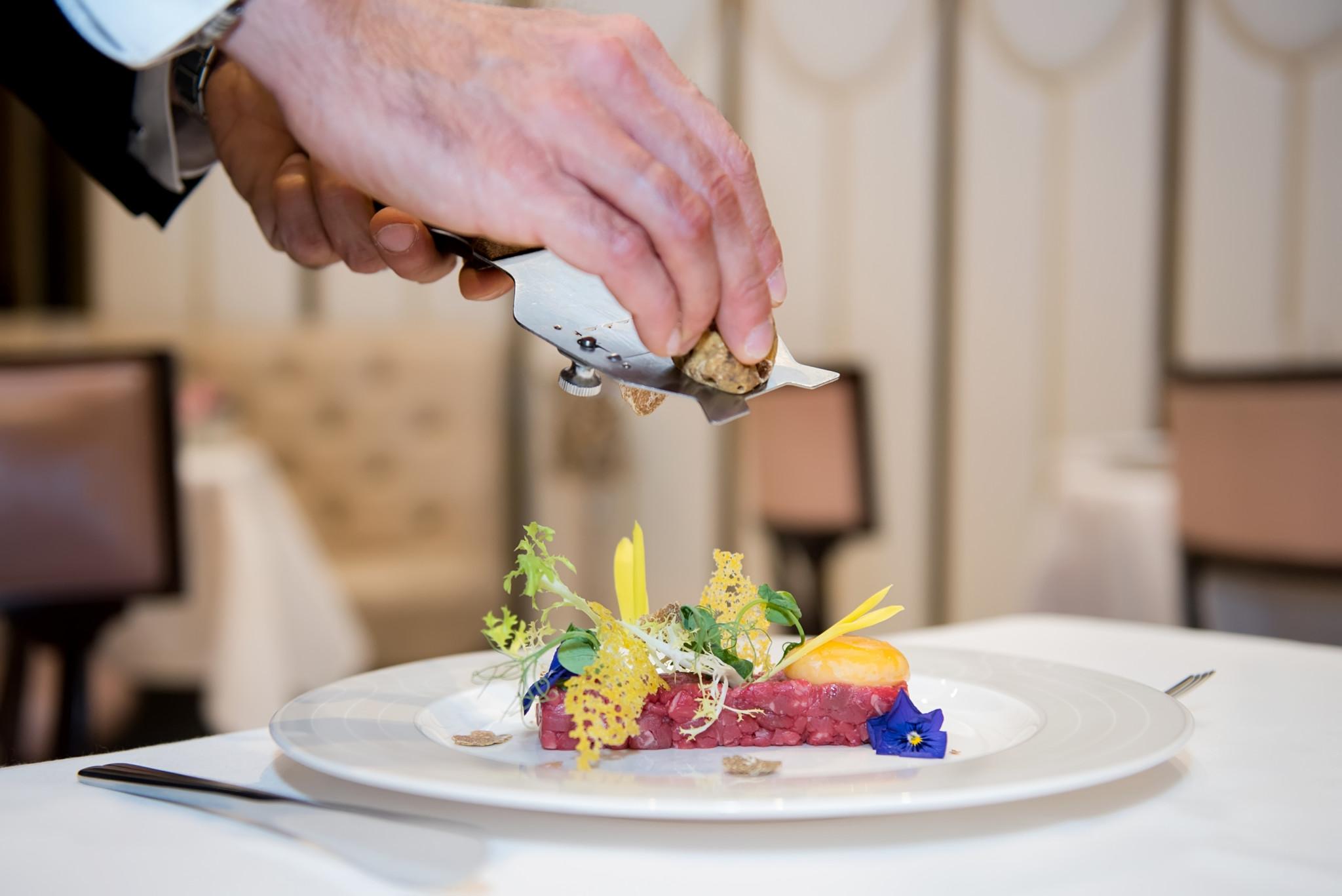 the-wellesley-oval-restaurant-beef-tartare-confit-yolk-hazelnut-truffle-shaving-1