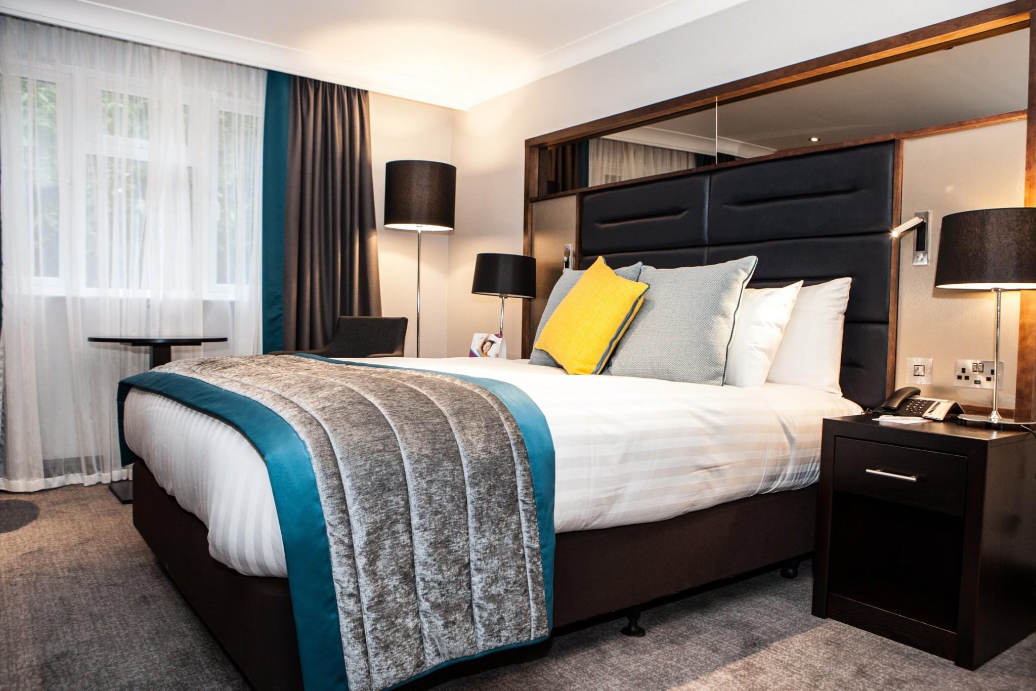 Deluxe bedroom at Crowne Plaza Felbridge (med)