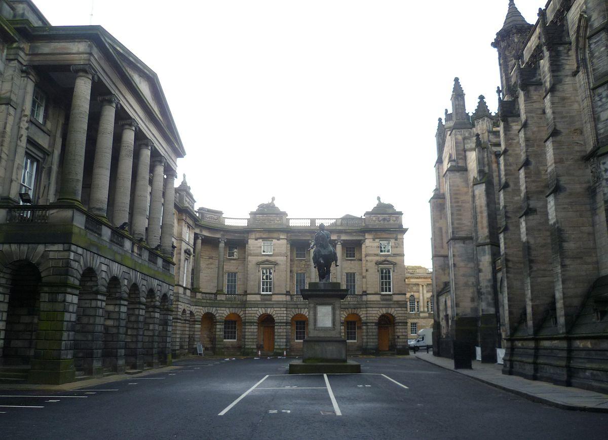 1200px-Parliament_Square,_Edinburgh