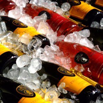 Sparkling_wine_on_ice