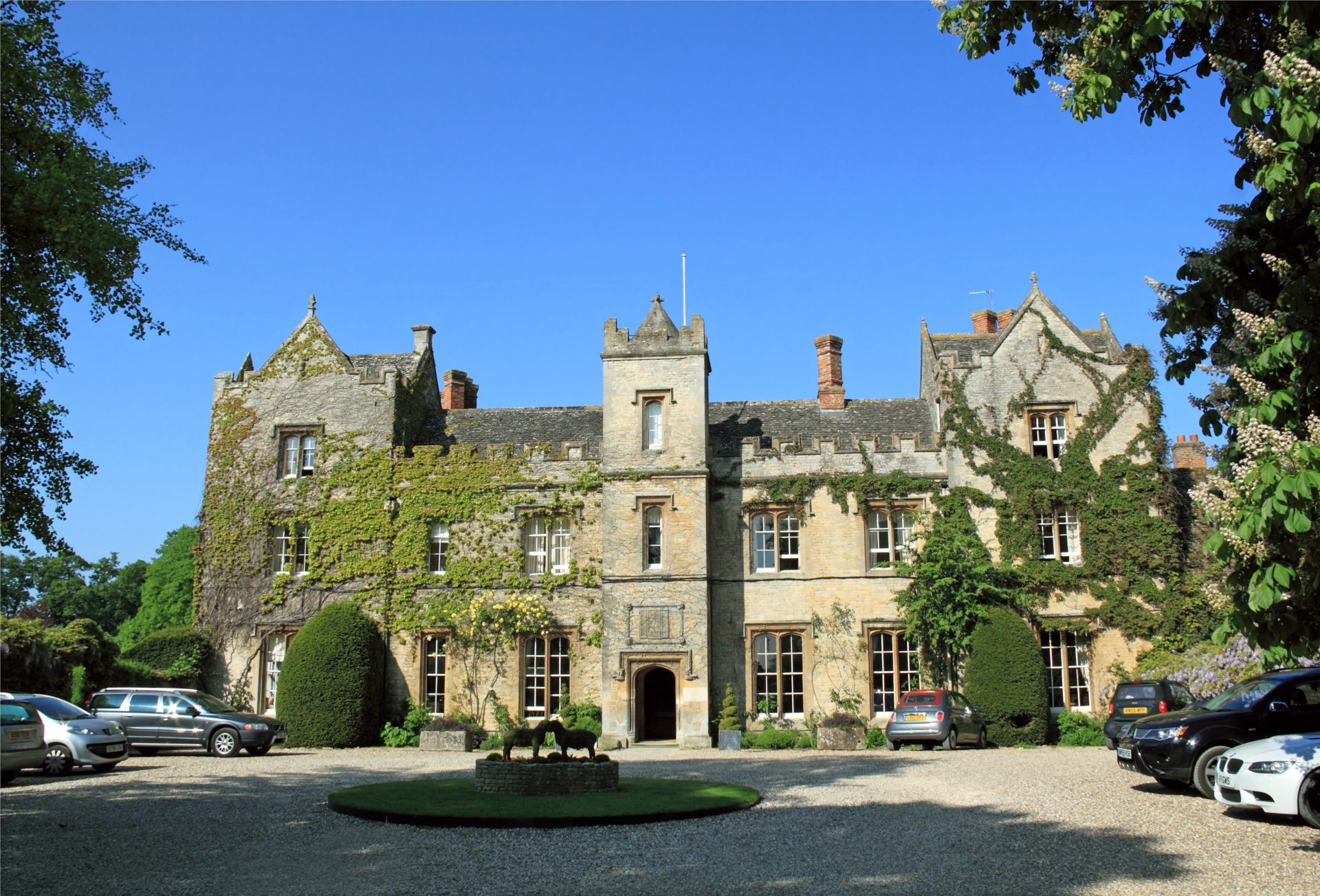 Front entrance at The Manor, 16thC hotel, Weston-on-the-Green, Oxfordshire, England, Great Britain, United Kingdom, UK, Europe